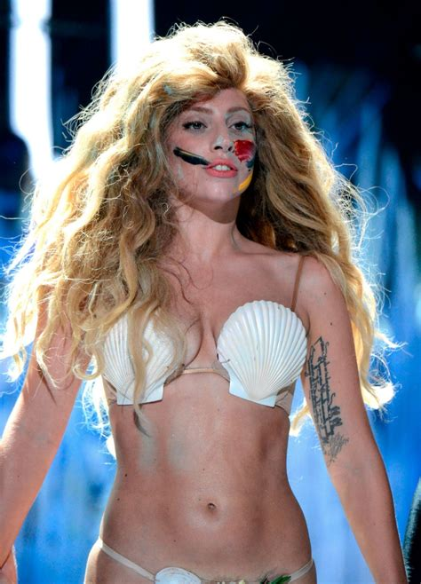 Lady Gaga on Stage at Vide Music Awards in New York - Celebzz