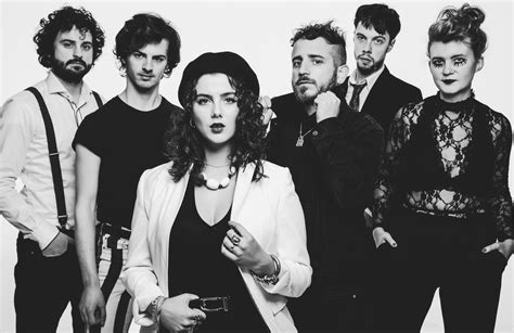 HOLY MOLY & THE CRACKERS | Infos & Tickets