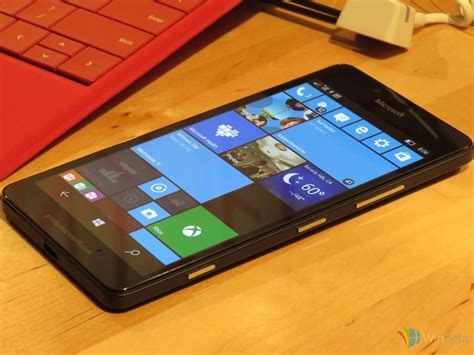 Hands-on with the Lumia 950 at Microsoft Device Night 2015
